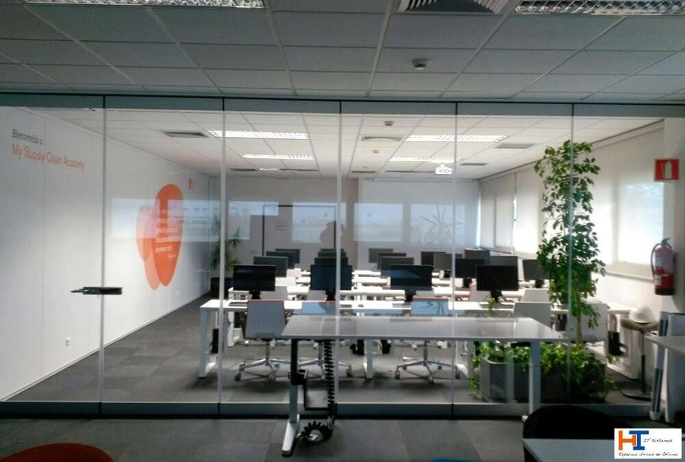 Mamparas de oficina en Torrelodones: Ventajas de instalarlas