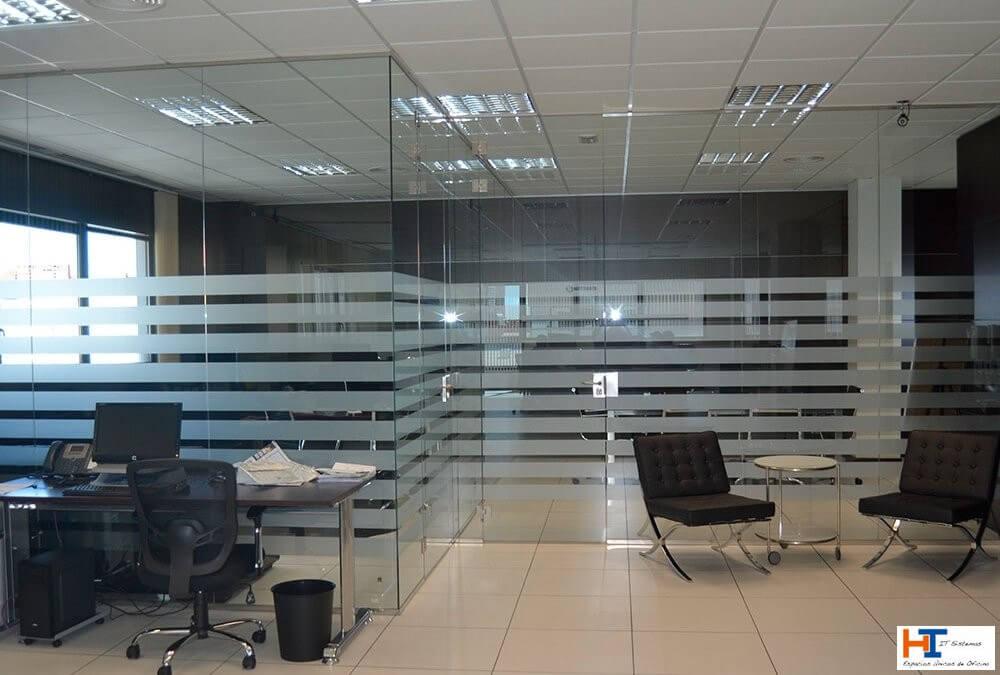 Mamparas de oficina en Leganés: la mejor solución para mejorar la productividad